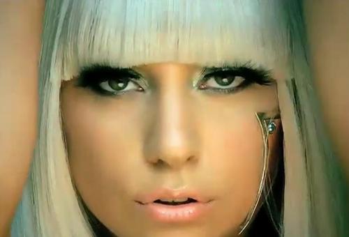 Lady GaGa รับไปสองรางวัล