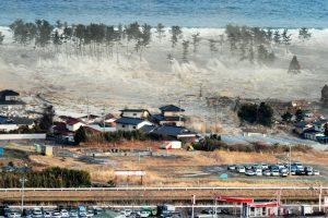 คลิปคลื่นสึนามิ หลังแผ่นดินไหวที่ญี่ปุ่น