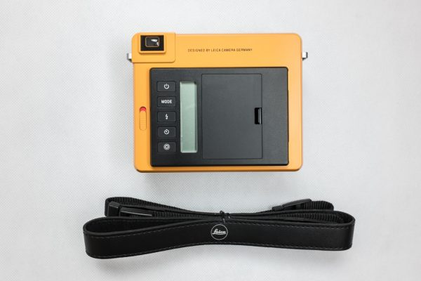 กล้อง Leica Sofort ด้านหลัง