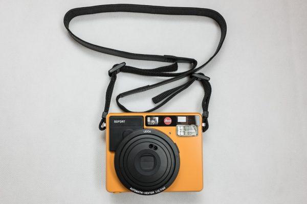 กล้อง Leica Sofort ใส่สายคล้องคอ